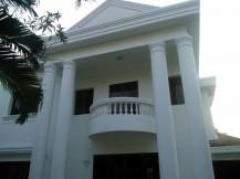 Cho thuê biệt thự đẹp hoàng tráng, Thảo Điền quận 2, Hồ bơi, sân vườn rộng, giá 2500 usd/tháng
