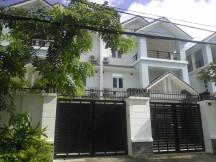 Cho thuê biệt thự quận 2, nhà 9.5x24m, 4 phòng ngủ, mới đẹp, giá 2000 usd-090.89.69.48