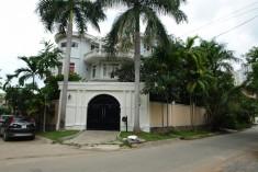 Villa Nguyễn Văn Hưởng, hồ bơi, sân vườn, thang máy, 4500$/tháng