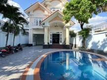 Cho thuê villa hồ bơi,sân vườn Thảo Điền 300m2 trệt 2 lầu 6P full NT